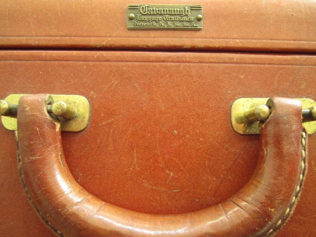 Handsydd resväska/koffert. Detalj